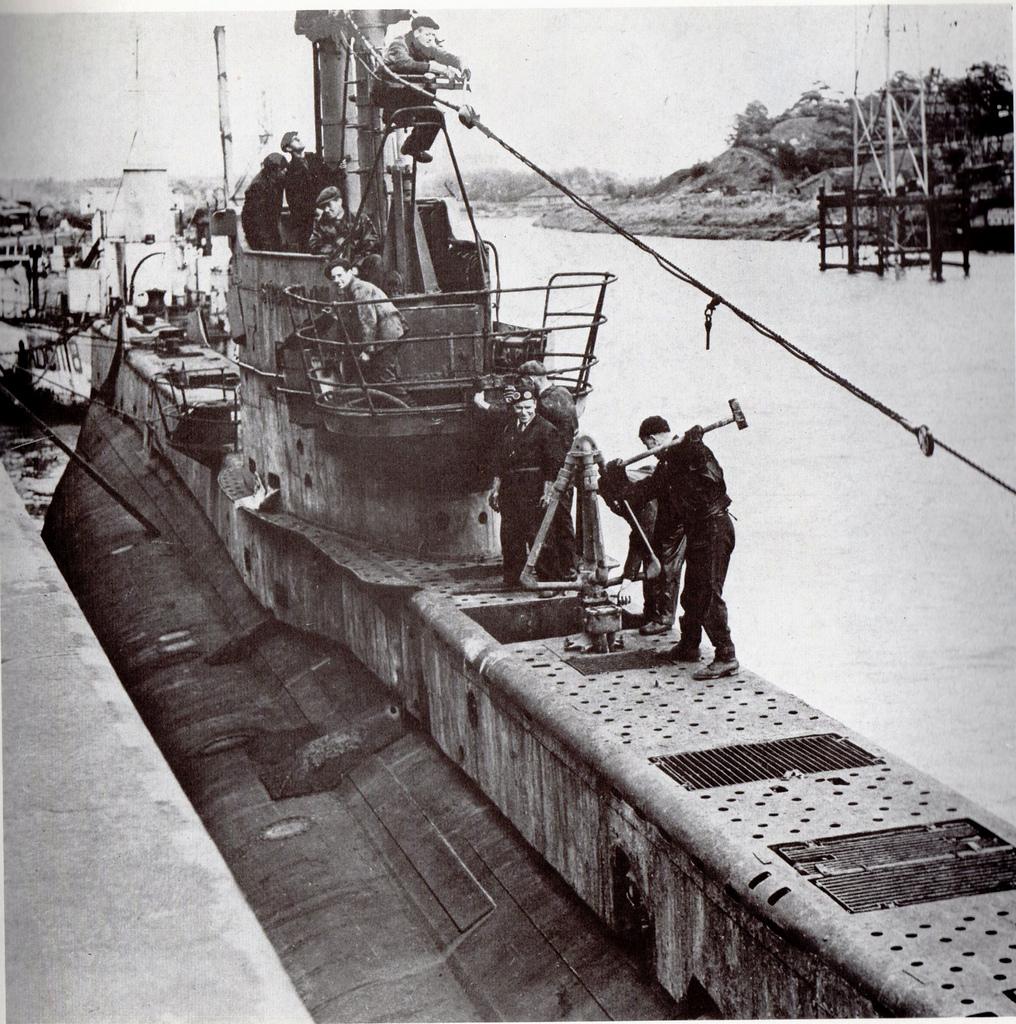 Upshot being broken up at T W Wards Shipbreaking, River Ribble, Preston 1949