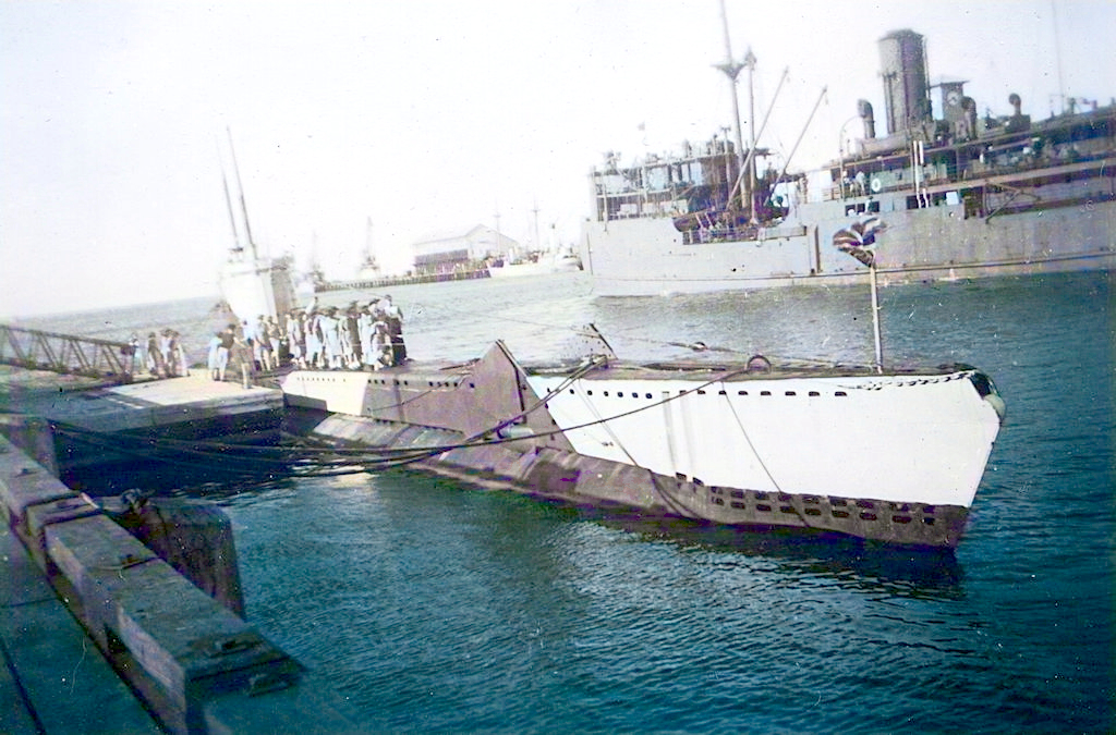 Virute alongside at HMAS Magnetic, Townsville, Queensland
